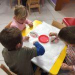 Likovna aktivnost-slikanje temperom i higijenskim štapićima, doživljaj trešnje pod prozorom!