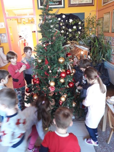 Sretan Božić i Novu 2018. Žele Vam djeca i odgojiteljice vrtića Zvončić Gola