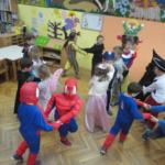 """Vesela pjesma i ples pod maskama u vrtiću """"Zvončić"""" Gola"""